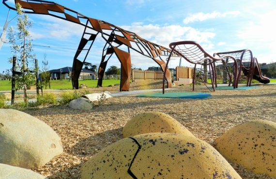 澳洲「親子景點」‧爬上「恐龍骨」
