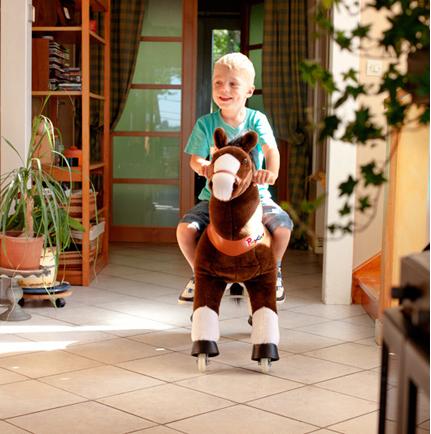 小朋友「騎馬仔」.由屋企鬥到公園