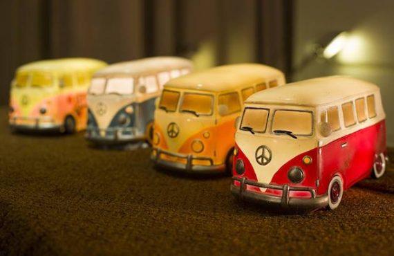 VW 古董「夜燈」.由「麵包車」點亮