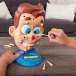 一家「笑甩牙」・玩「搣痘痘」