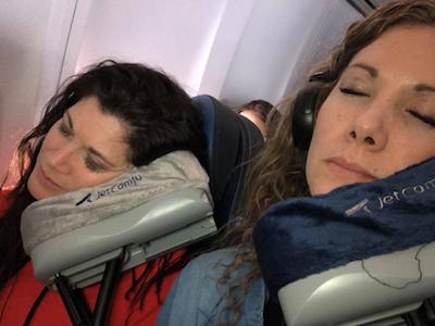 搭飛機「伸缩枕頭」‧「甜睡」必備