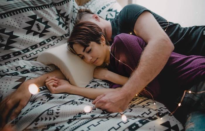 「臂彎枕」情人節熱賣.「攬住瞓」專用