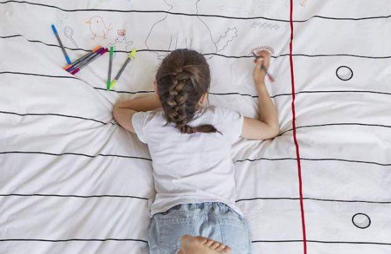 小朋友「床鋪畫布」‧隨畫隨洗